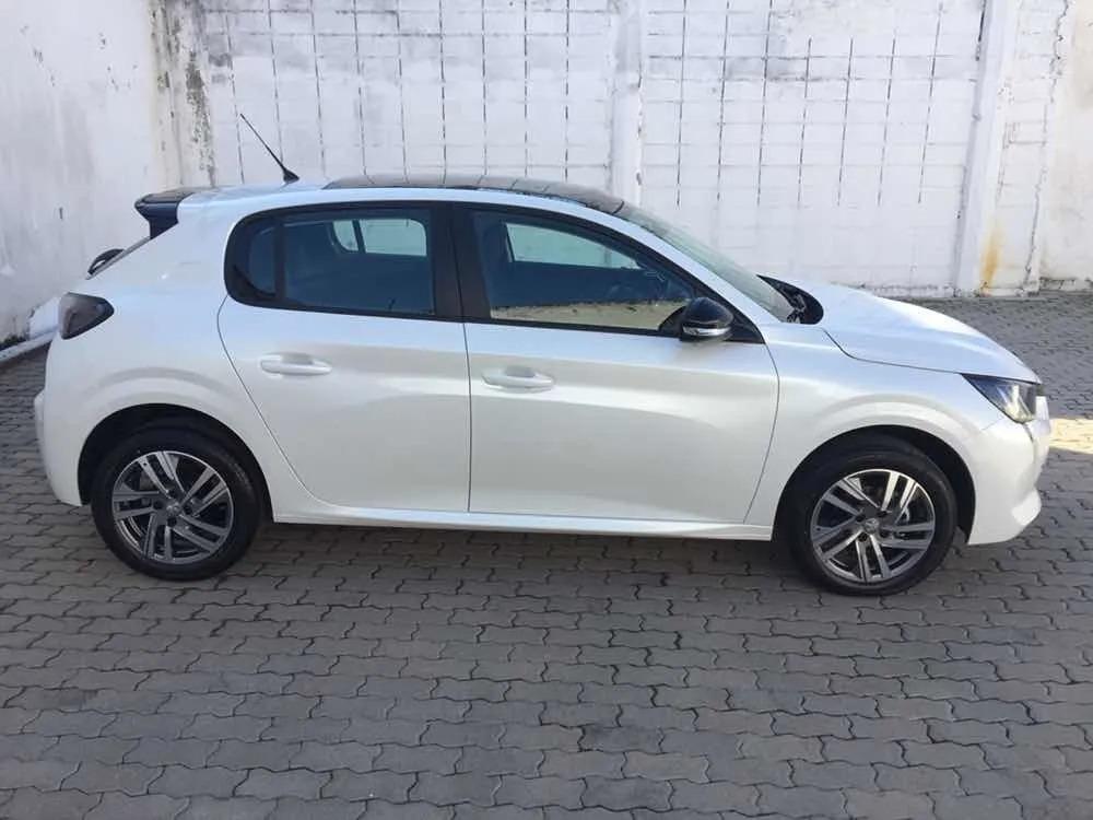 Peugeot New 208 Feline_may28_03
