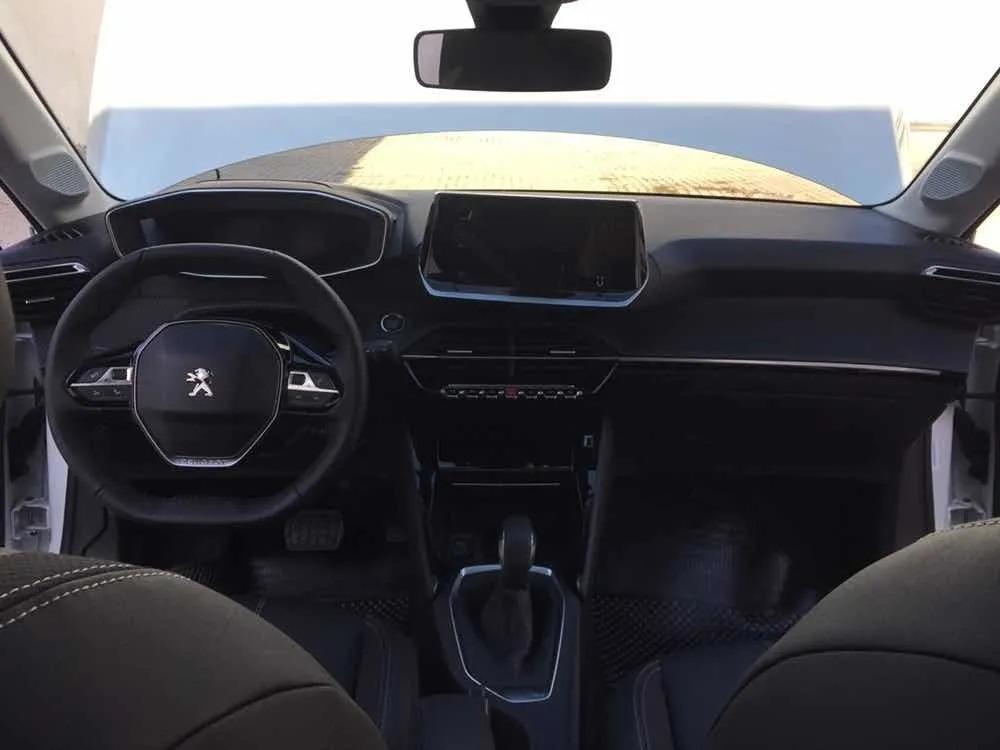 Peugeot New 208 Feline_may28_11