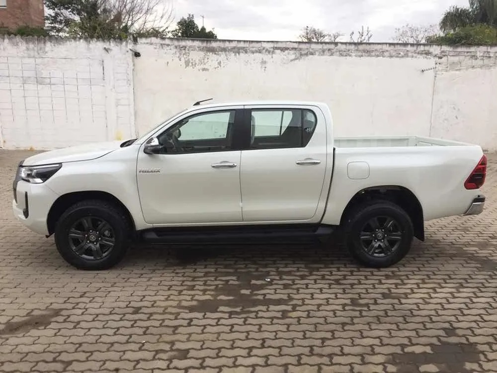 Toyota Hilux 27 Dcab_may21_05